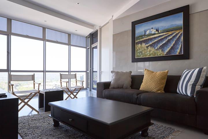 Central, modern Sandton apartment,amazing views - Sandton - Departamento