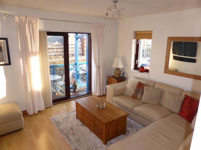 Modern Bright Top Floor Luxury Apartment + Balcony - Swansea - Apartamento