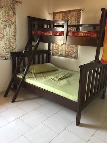 Private room for 3 guest at 20$ - Achimota - Appartement