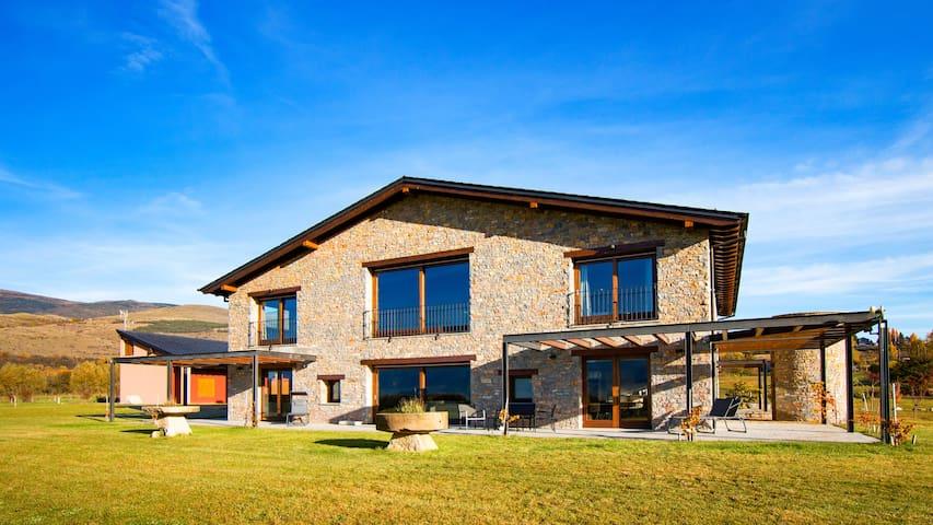 En La Cerdanya, 1150m2 de lujo, comodidad y diseño - Bolvir - Huis