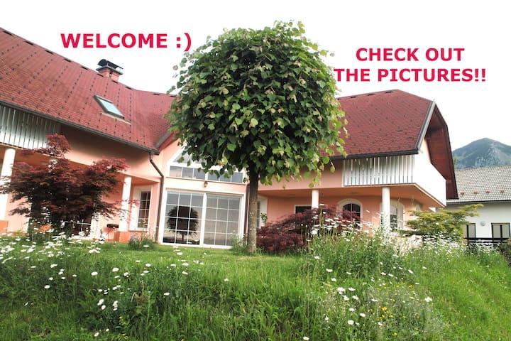 Family home in a beautiful nature - Čadovlje - Leilighet