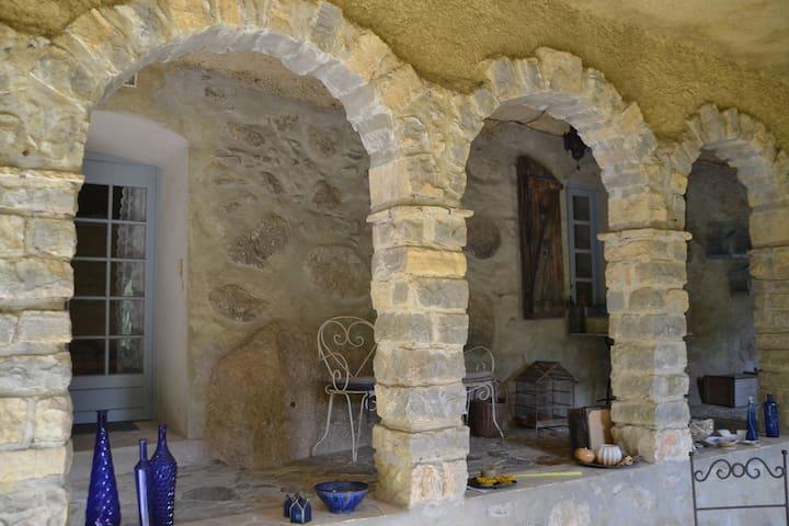 Ruim mooi appartement in kasteeltje - Bréau-et-Salagosse - Leilighet