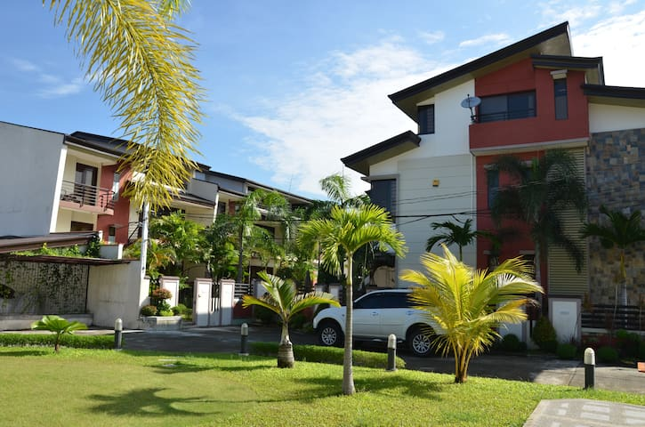 Private , Cozy and Well Equipped  Condo Near Clark - Angeles - Selveierleilighet