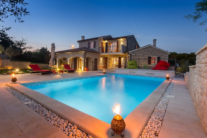 Villa ARTiEN with swimming pool - Baderna