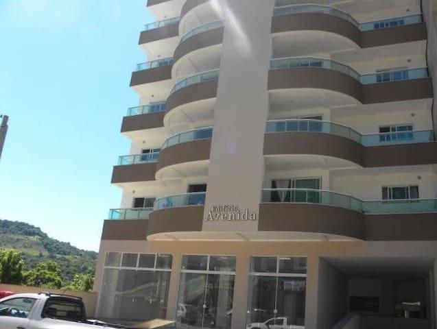 Apartamento 3 quartos, AC, garagem - Piratuba - Leilighet