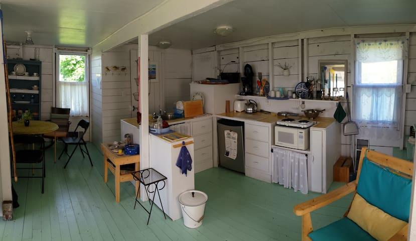 Bay Side Cottage - Harbourville - Houten huisje