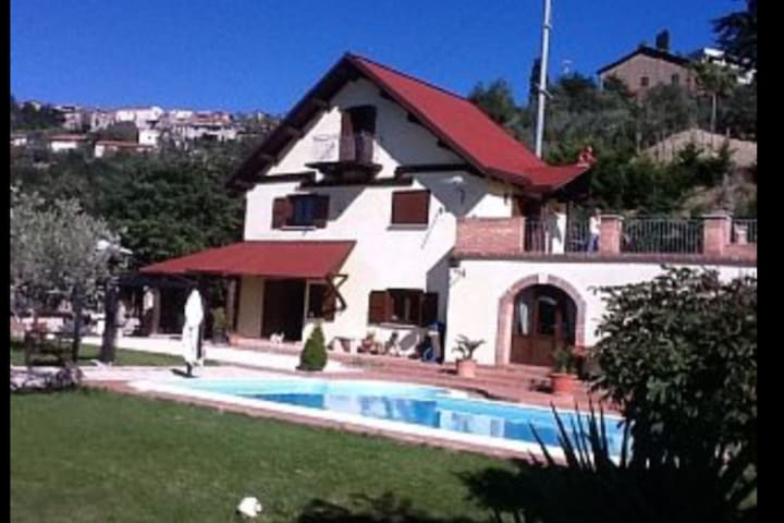 Villa with private swimming pool - Fragneto Monforte - 別墅