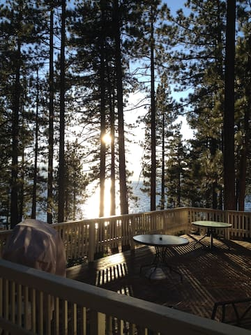 Lake-Front Tahoe Retreat - Zephyr Cove-Round Hill Village - Huis