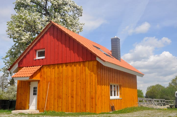 Ferienhaus auf dem Lande (kleiner Reiterhof) - Illmensee - Gästhus