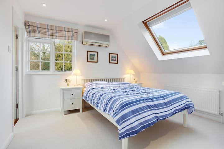 Bright Self Contained Apartment in Tilford Village - Tilford - Daire