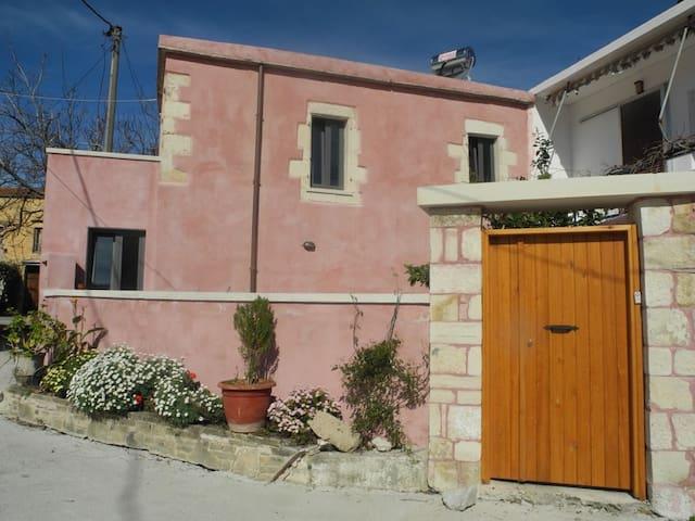 Διώροφη παραδοσιακή κατοικία - Kalamitsi Alexandrou - Huis