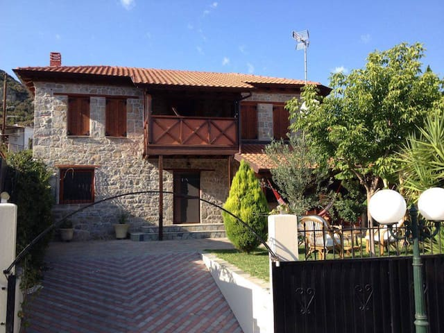 Beautiful stone's house in the old sikia - Sikia