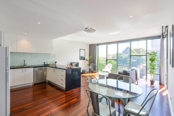 Classy 3 bed/2bath in Superb Inner City Location - Northcote - Leilighet