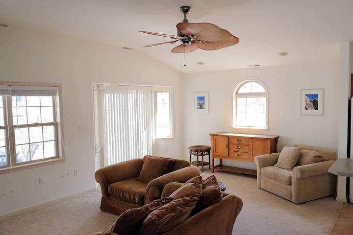 2nd Fl Home, 1 Block from Beach, Quiet South End - Ocean City - Casa