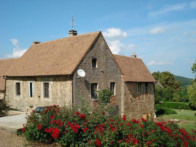 Gite avec piscine en Bourgogne - Bissey-sous-Cruchaud - Ev
