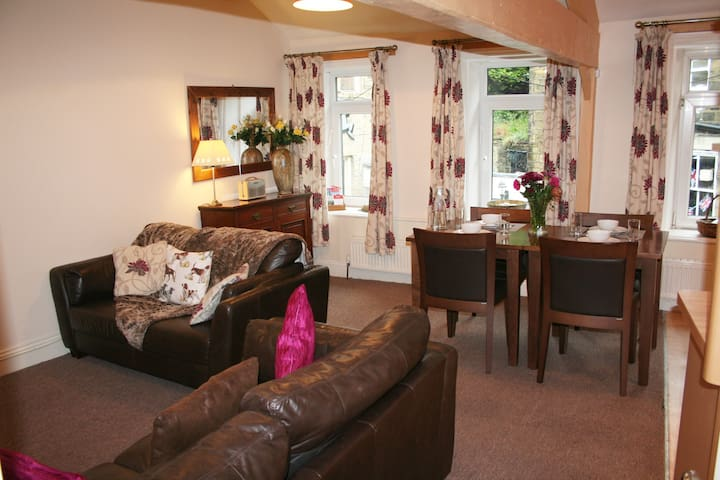 CATKINS COTTAGE, Retreat for Two in Bronte Country - Haworth - Leilighet