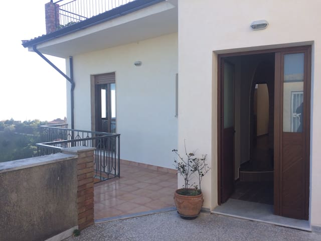 A very intimate house front sea view - Casalsottano - Apartamento