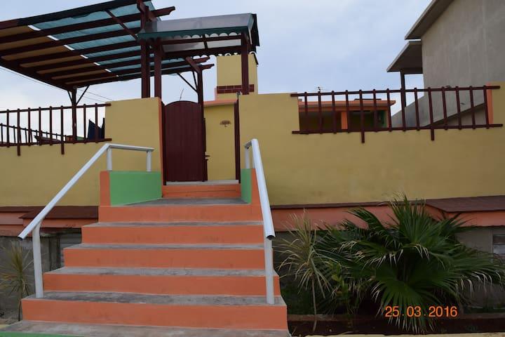 Seaside house with full breakfast - Playa Baracoa - Hus