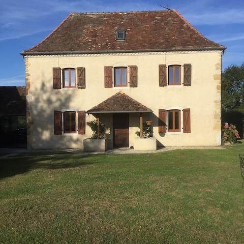 Maison du Piémont - cosy, tranquil Bearnaise house - Maslacq