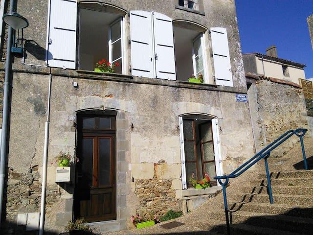 Maison centre ville, 30mn du Puy du Fou - La Chataigneraie