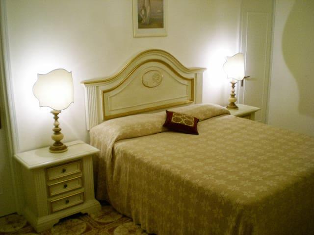 La casa dell'eleganza,della luce e dell'arte - Pontedera - Appartement