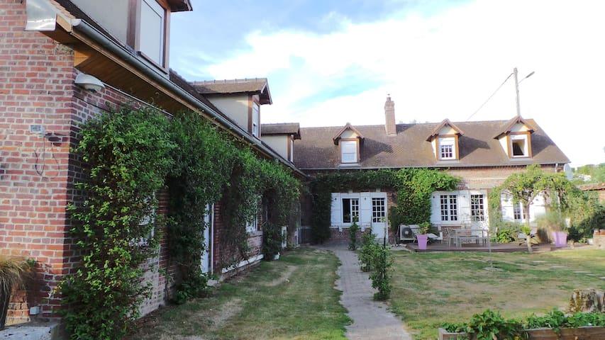 Chambre privée 1 à 6 pers proche aéroport Beauvais - Therdonne - Lainnya
