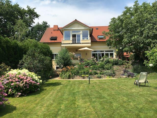 Beautiful landhouse in big garden, close to Berlin - Schwielowsee - Huis
