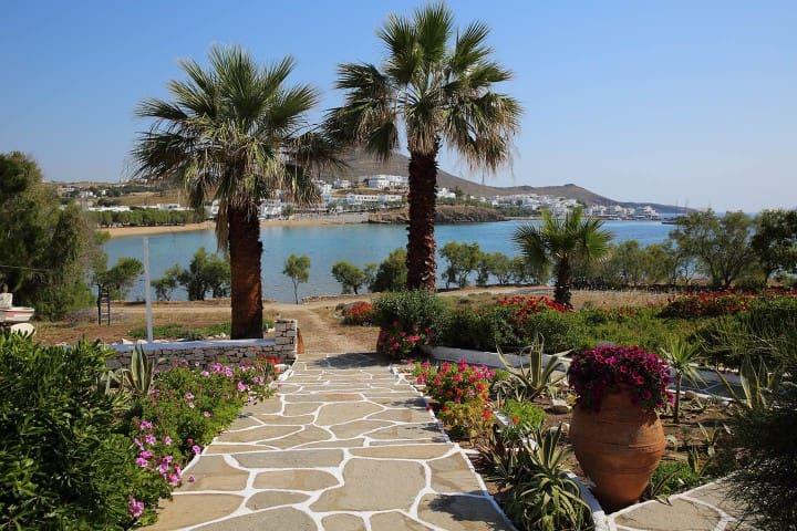 Summertime, sea front apartment - Piso Livadi