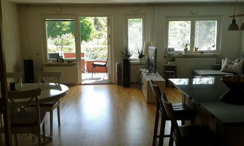 Kid-friendly home with 2 cats - Nacka - Rekkehus
