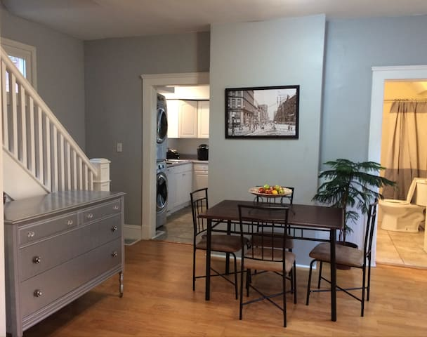 Historic 2BR Charm in Cleveland's Ohio City - Cleveland