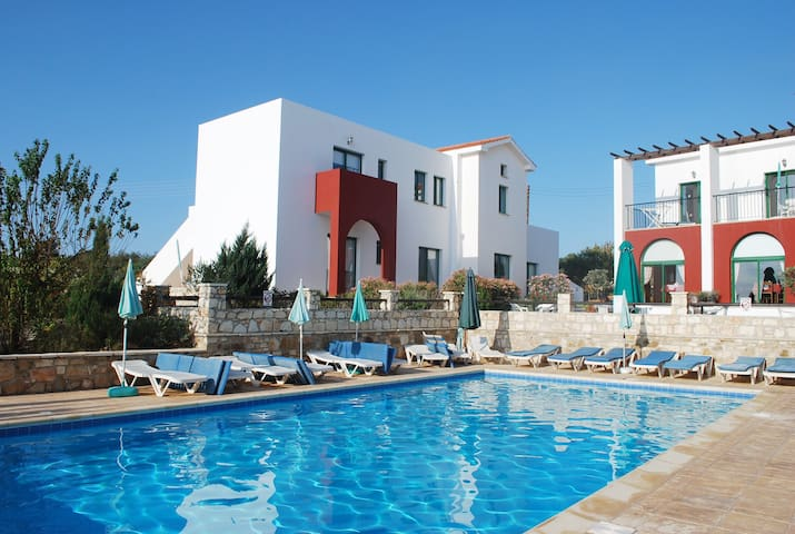 Lovely Apartments in nature. Large pool, 2 bedroom - Kathikas - Apartment