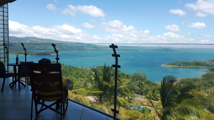 LAKE ARENAL VIEWS NEW CONDO 1B/1 B FULL KITCHEN - Nuevo Arenal - Appartement