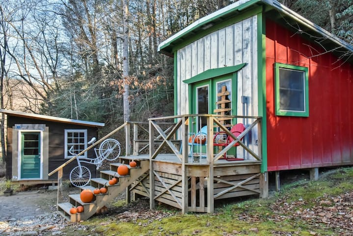 Waterfront Tiny Home w/ FULL bath - Old Fort - Kabin
