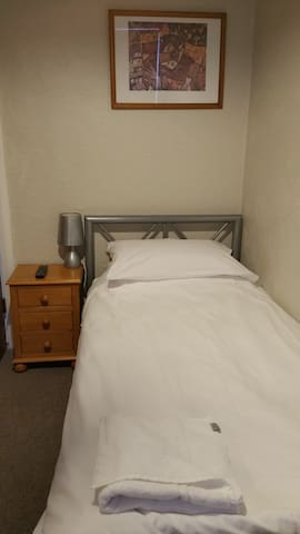Maindee Guest House Rm. 6. Weekly £130 - Barrow-in-Furness