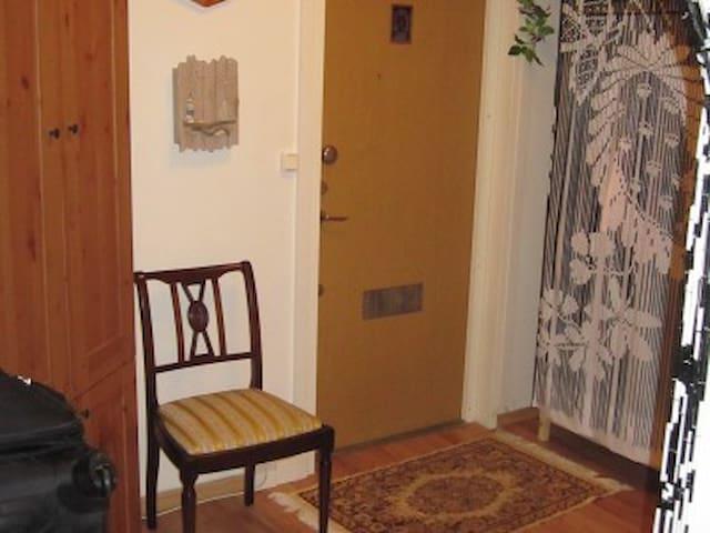 Boende i charmig lägenhet - Älta - Apartamento