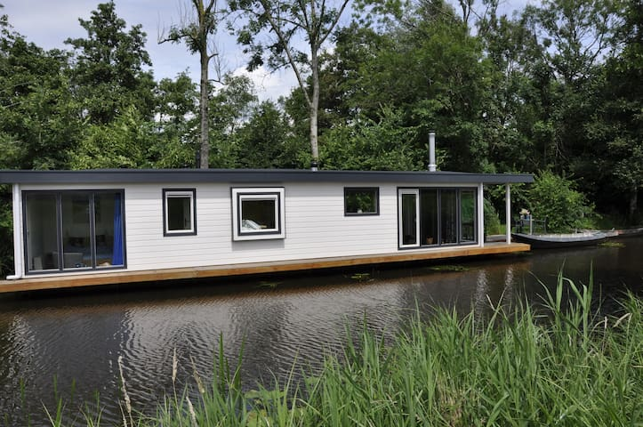Houseboat on the picturesque location on the water - Giethoorn - Barco