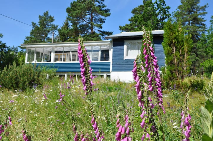Cozy Summer lake cottage with views! - Lidköping - Hus
