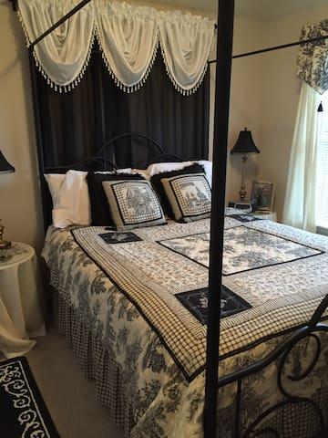 Private room in 4 bdr home in DFW - Dallas - Casa