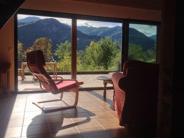 House in mountains, fabulous views, great walking. - Orus - Hus