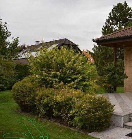 Schönes Haus mit Garten - Traiskirchen - Huis