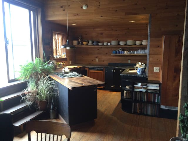 Home in an art barn with views - Millerton