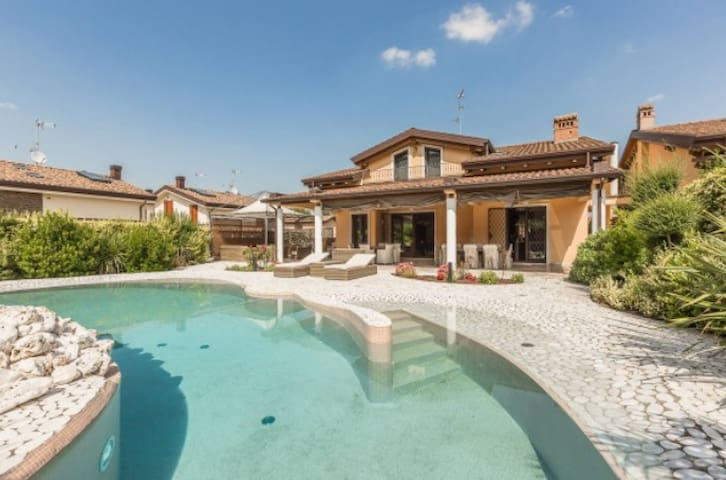 Charming villa surrounded by green golf - Castel San Pietro Terme - Villa