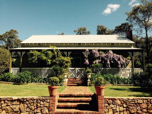 Charming Historic Country Home - Mount Helena - Huis