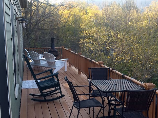 Large kid-friendly home w/ hot tub right in town! - Манчестер - Дом