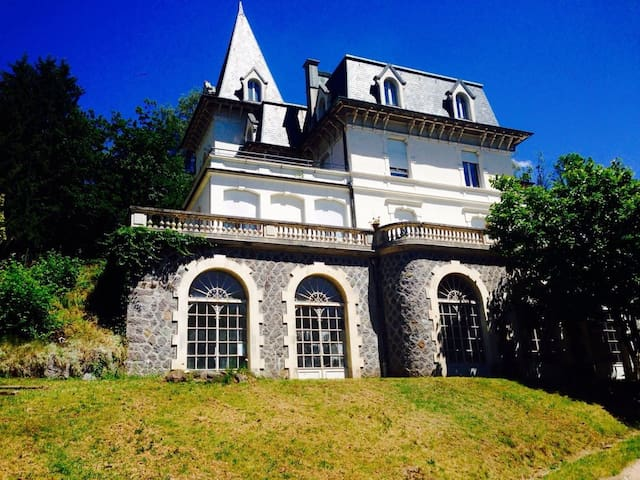 Chambres dans un château atelier d'artiste - Cornimont - Kasteel