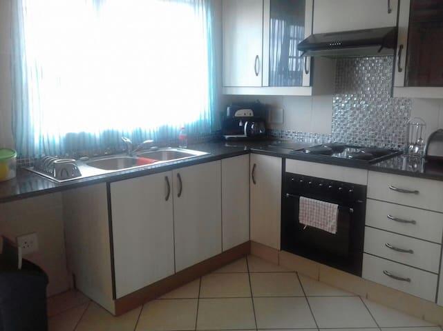 Luxury Apartment (Nature Reserve walking distance) - Johannesburg South - Leilighet