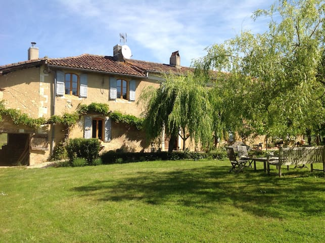 Location, Location, proud farmhouse and Gers peace - Jegun - Casa