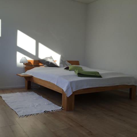 Zimmer in moderner, heller Wohnung im Grünen - Wardenburg - Departamento