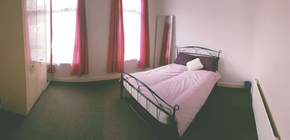 Large Value Double Room In London (1) - London