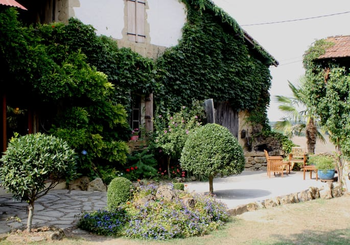 Medieval Farmhouse ideal for Jazz - Marciac - Hus
